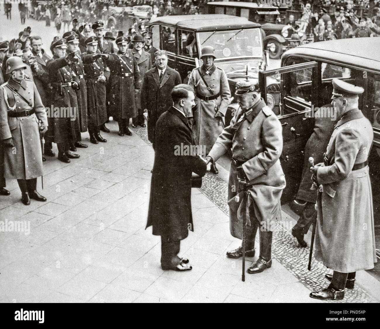 1930s JANUARY 30 1933 ADOLF HITLER NEW CHANCELLOR OF GERMANY GREETS GERMAN PRESIDENT PAUL VON HINDENBURG - q72071 CPC001 HARS VICTORY STRATEGY JANUARY EXCITEMENT LEADERSHIP POWERFUL DIRECTION OPPORTUNITY AUTHORITY OCCUPATIONS POLITICS SHAKING HANDS NAZI ADOLF HITLER ELDERLY MAN GREETS 1933 BLACK AND WHITE CAUCASIAN ETHNICITY CHANCELLOR OLD FASHIONED - Stock Image