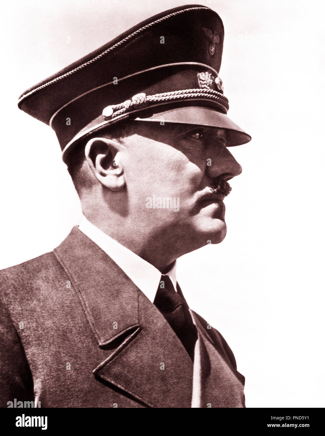 1930s 1940s PROFILE HEAD SHOULDERS ADOLF HITLER GERMAN NAZI PARTY LEADER AND DICTATOR - q72074 CPC001 HARS FAMOUS LEADERSHIP MONSTER WORLD WARS WORLD WAR WORLD WAR TWO DICTATOR AUTHORITY FACIAL HAIR POLITICS ADOLF ADOLPH HOLOCAUST INFAMOUS MURDERER NAZI FASCIST TYRANT FUHRER GENOCIDE MURDER NAZI PARTY NEUROTIC PERSONALITIES PSYCHOPATH SUICIDE SUPREMACIST BLACK AND WHITE CAUCASIAN ETHNICITY FAMOUS PERSON OLD FASHIONED - Stock Image