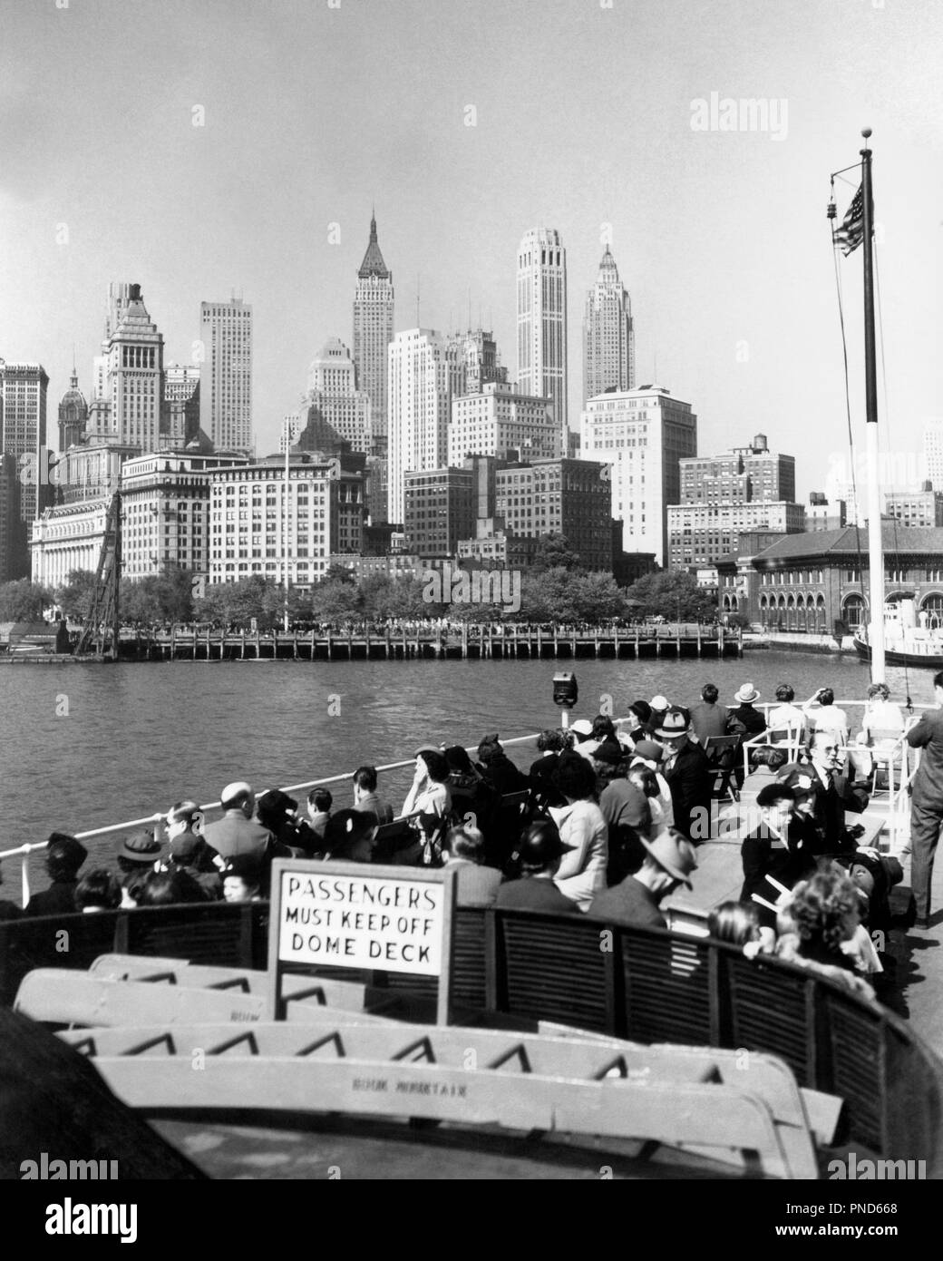 1930s 1940s New York City Downtown Skyline From The Statue Of Liberty Boat Upper Deck Nyc Usa R1149 Har001 Hars Har001 Hudson River Old Fashioned Stock Photo Alamy