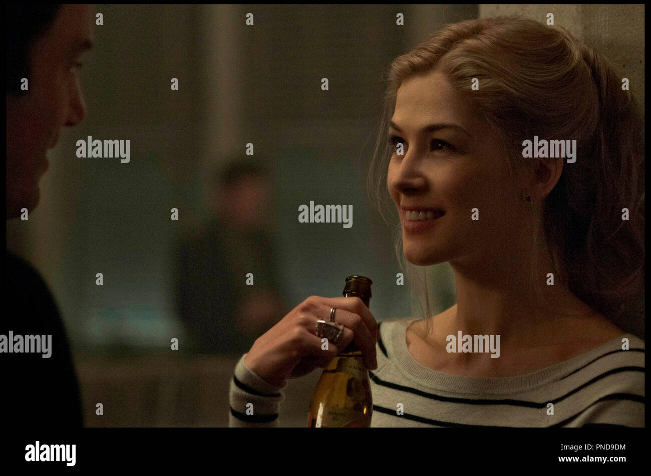 Prod DB © 20th Century Fox - New Regency Pictures - Pacific Standard / DR GONE GIRL de David Fincher 2014 USA avec Rosamund Pike d'apres le roman de Gillian Flynn - Stock Image