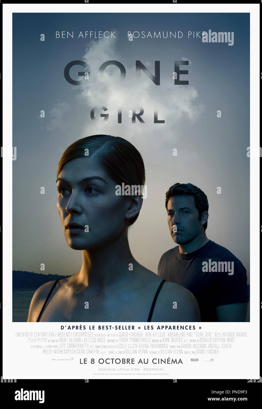 Prod DB © 20th Century Fox - New Regency Pictures - Pacific Standard / DR GONE GIRL de David Fincher 2014 USA affiche française avec Ben Affleck, Rosamund Pike d'apres le roman de Gillian Flynn - Stock Image