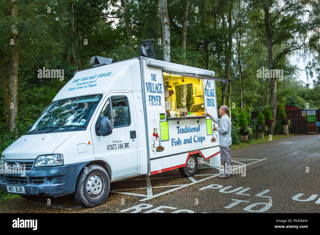 Truck Edge Mobile >> A Mobile Fish And Chip Van At The Edge Of A Camp Site Stock Photo