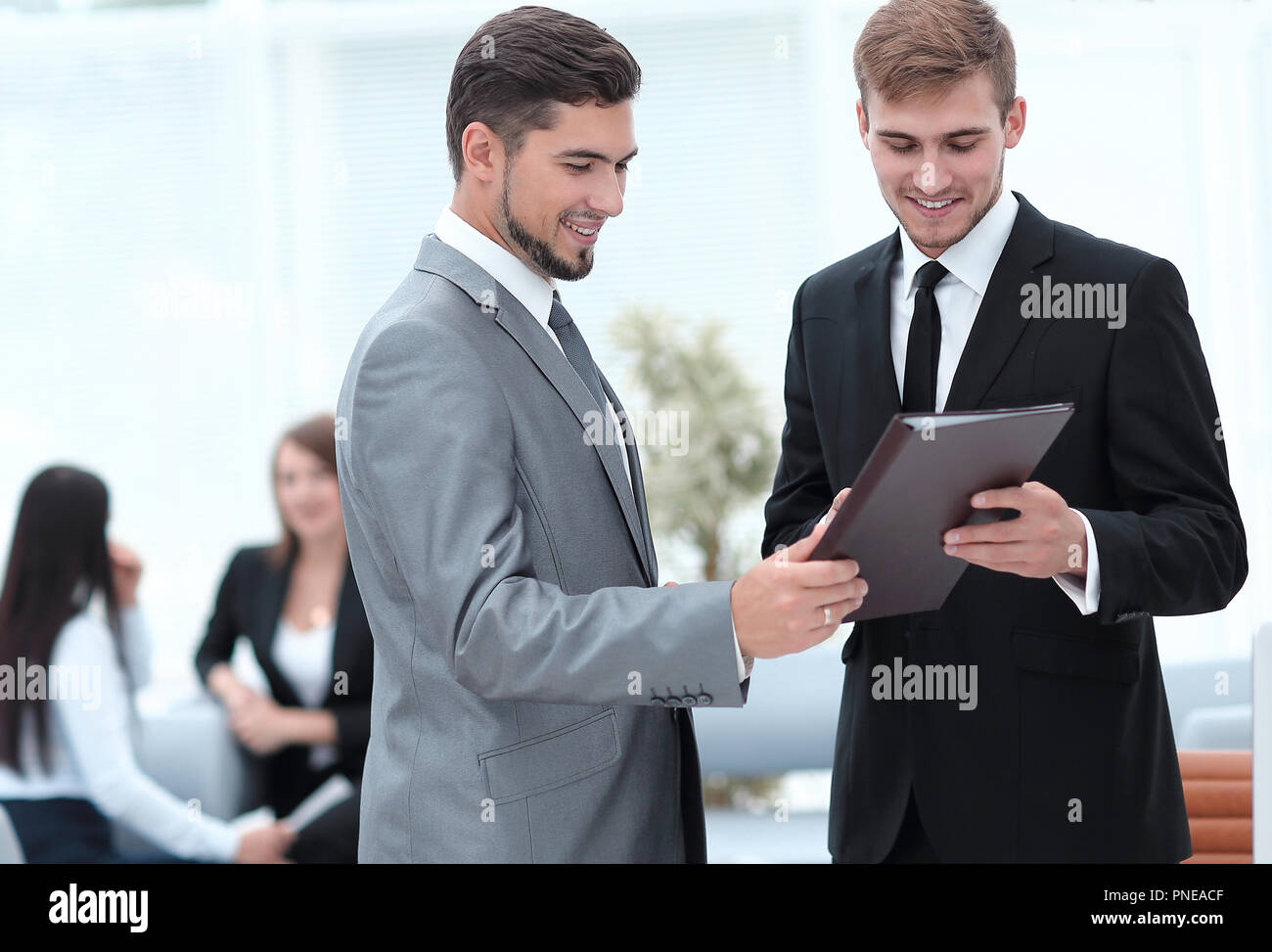 Manager conveys to the employee the documents in the office - Stock Image