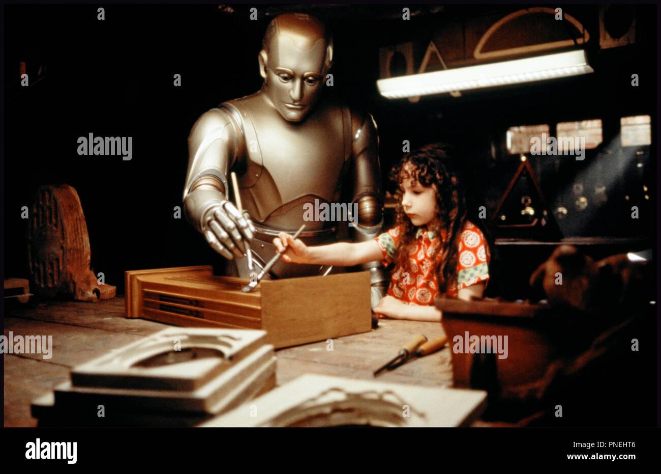 Prod DB © Columbia / DR L'HOMME BICENTENAIRE (BICENTENNIAL MAN) de Chris Columbus 1999 USA avec Robin Williams et Hallie Kate Eisenberg robot, peinture, apprentissage,  d'apres le roman de Isaac Asimov - Stock Image