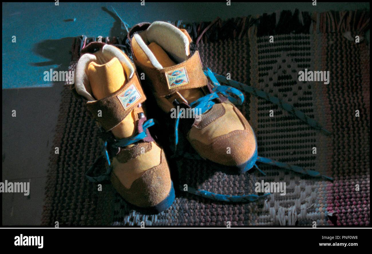 Prod DB © Guacamole Films - Nirvana Films / DR HISTORIAS MINIMAS (HISTORIAS MINIMAS) de Carlos Sorin 2002 ARG / ESP  paire de chaussure, baskets, chaussures de marche - Stock Image