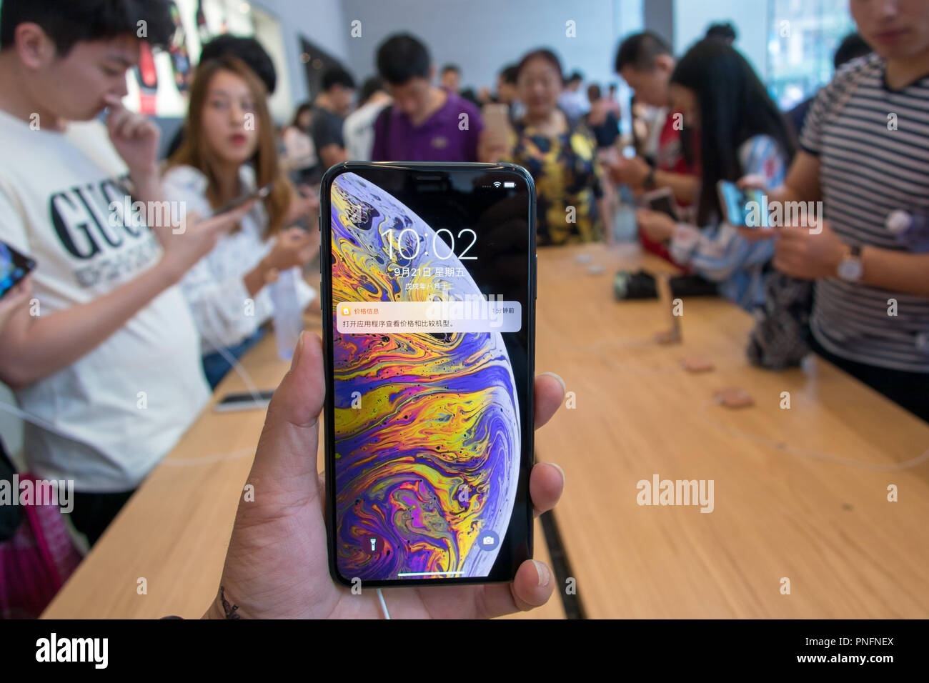Shanghai, China. 21st Sep, 2018. People with newly released iPhone XS, iPhone XS MAX and iPhone XR at the Apple Store in Shanghai. Credit: SIPA Asia/ZUMA Wire/Alamy Live News - Stock Image