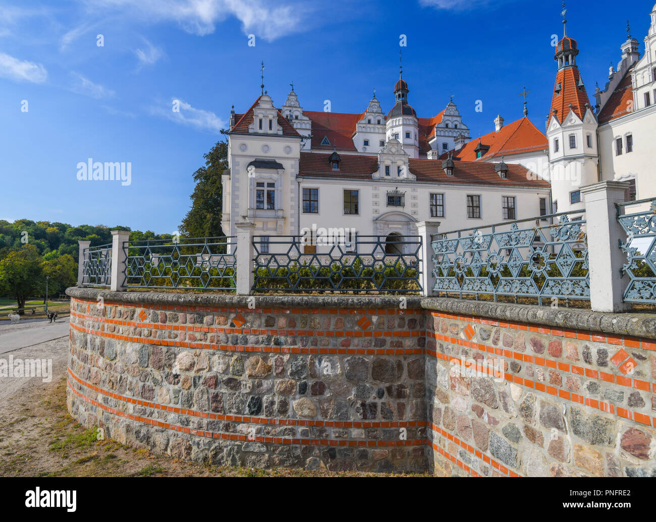 21 September 2018, Brandenburg, Boitzenburg: Boitzenburg Castle. Almost 15 years after renovation work on the Boitzenburg castle complex, four defendants have to answer to the Potsdam Regional Court for subsidy fraud. The neo-renaissance castle is picturesquely situated between forests and fields. Boitzenburg Castle was first mentioned in documents as a castle complex in 1276. But it's probably older. The manor house in the Boitzenburger Land is one of the largest castles in the Uckermark. For centuries it was the ancestral seat of the von Arnim family and today houses a children's and youth h - Stock Image