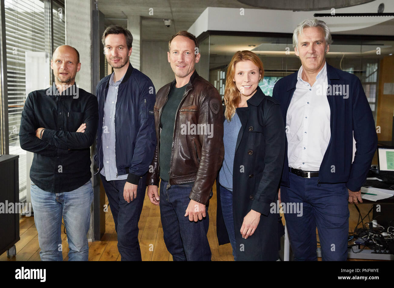 21 September 2018, Hamburg: Bjoern Vosgerau (left to right), producer, Stephan Rick, director, Wotan Wilke Moehring and Franziska Weisz, actors, and Donald Kraemer, NDR editor, standing on the set of the NDR crime series 'Tatort: Kollateralschaden' ('Crime scene: Collateral damages') during a photo shoot. Dar Erste will tentatively release the episode next year. Photo: Georg Wendt/dpa - Stock Image
