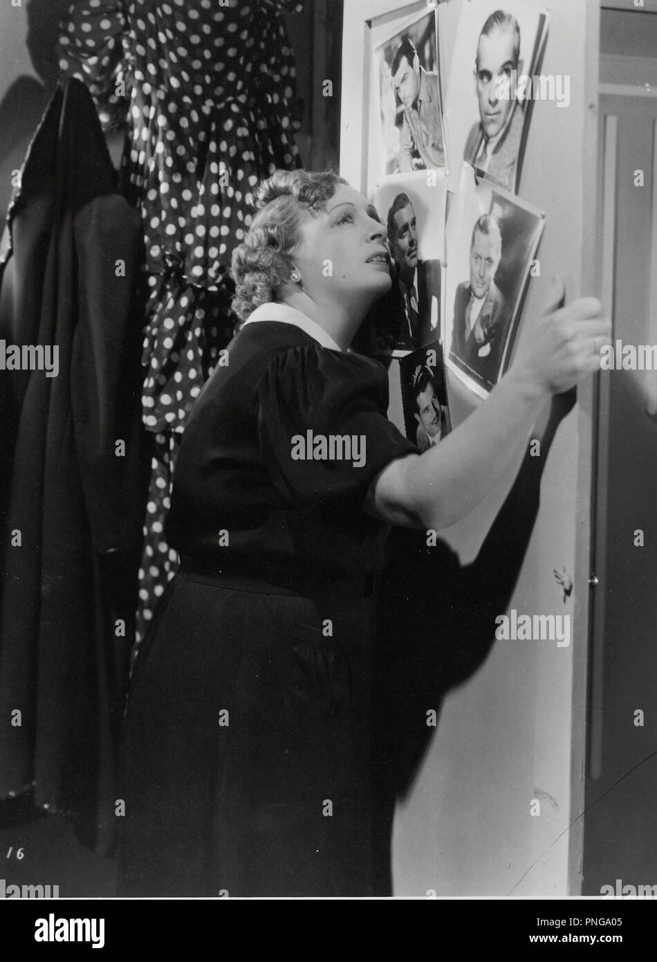 Original film title: LOS APUROS DE CLAUDINA. English title: LOS APUROS DE CLAUDINA. Year: 1940. Director: MIGUEL CORONATTO-PAZ. Stars: OLINDA BOZAN. - Stock Image