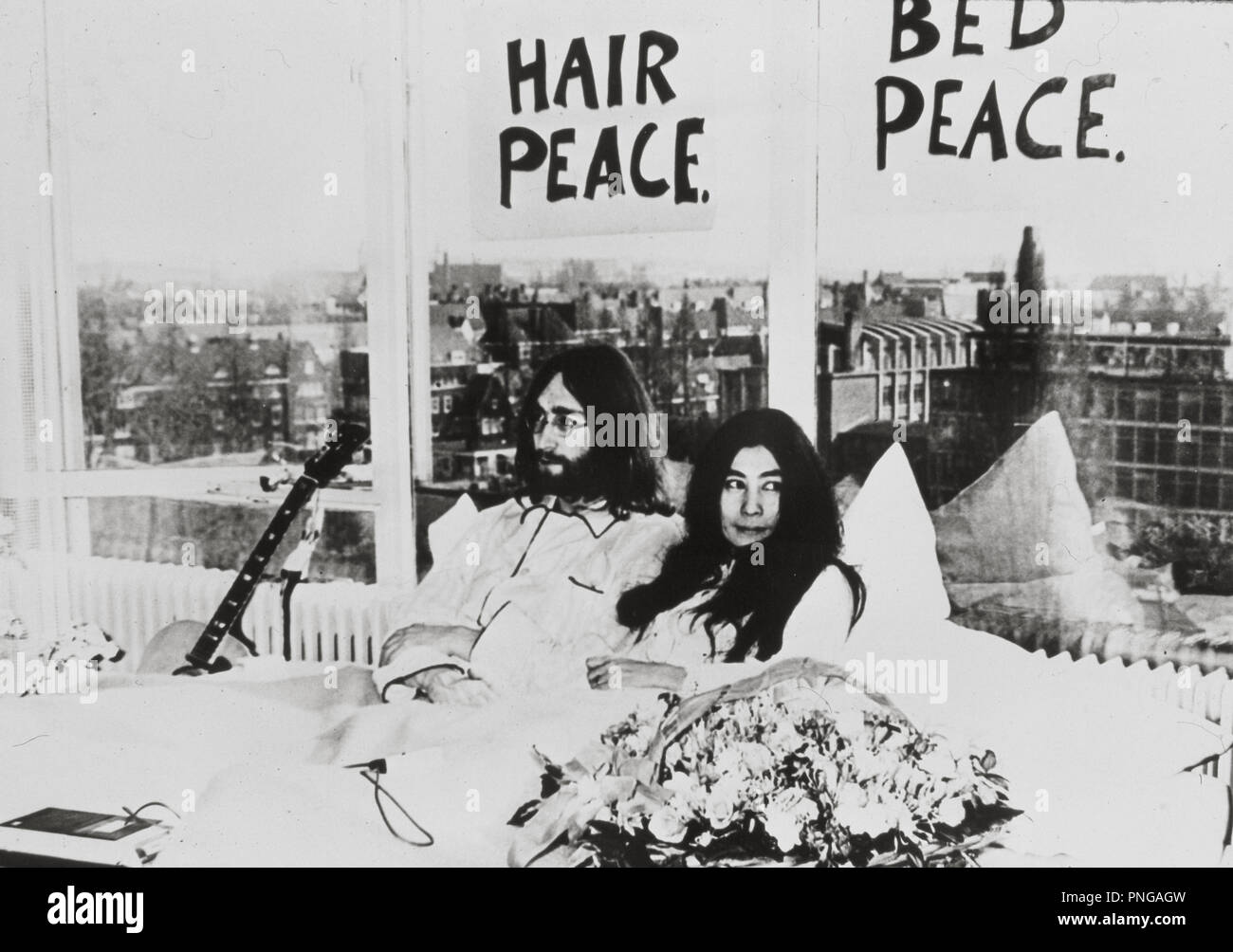 John Lennon Yoko Ono Credit Express Newspapers Album Stock Photo Alamy