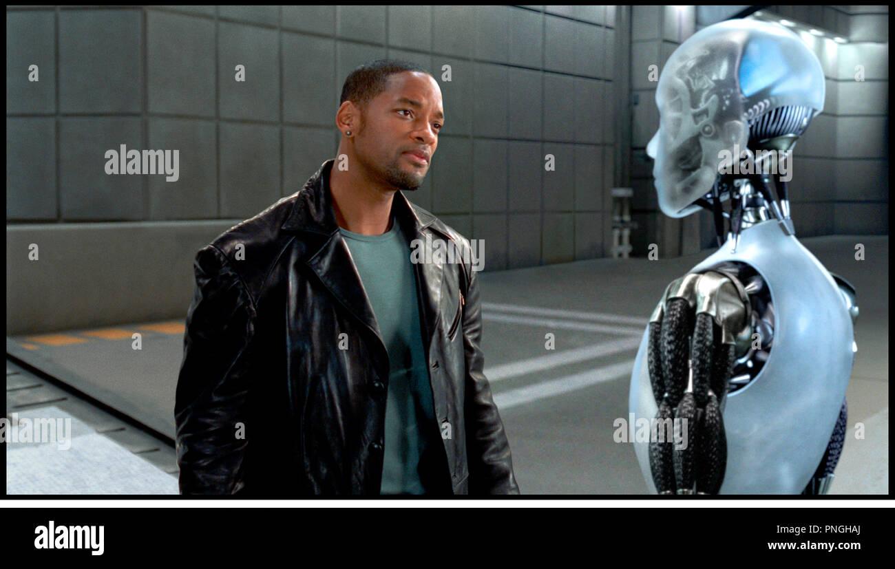 Prod DB © 20th Century Fox - Overbrook Entertainment / DR I, ROBOT (I, ROBOT) de Alex Proyas 2004 USA avec Will Smith  inspire du livre de Isaac Asimov  robot, androide, humanoide, veste en cuir,  futuriste, science fiction - Stock Image
