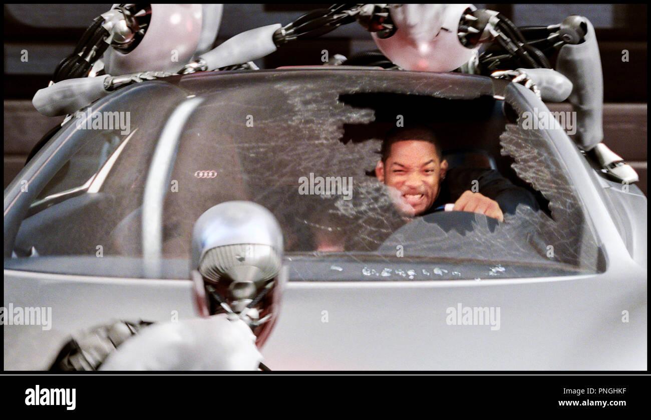 Prod DB © 20th Century Fox - Overbrook Entertainment / DR I, ROBOT (I ROBOT) de Alex Proyas 2004 USA avec Will Smith androides, automates, technologie, action inspire du livre de Isaac Asimov - Stock Image