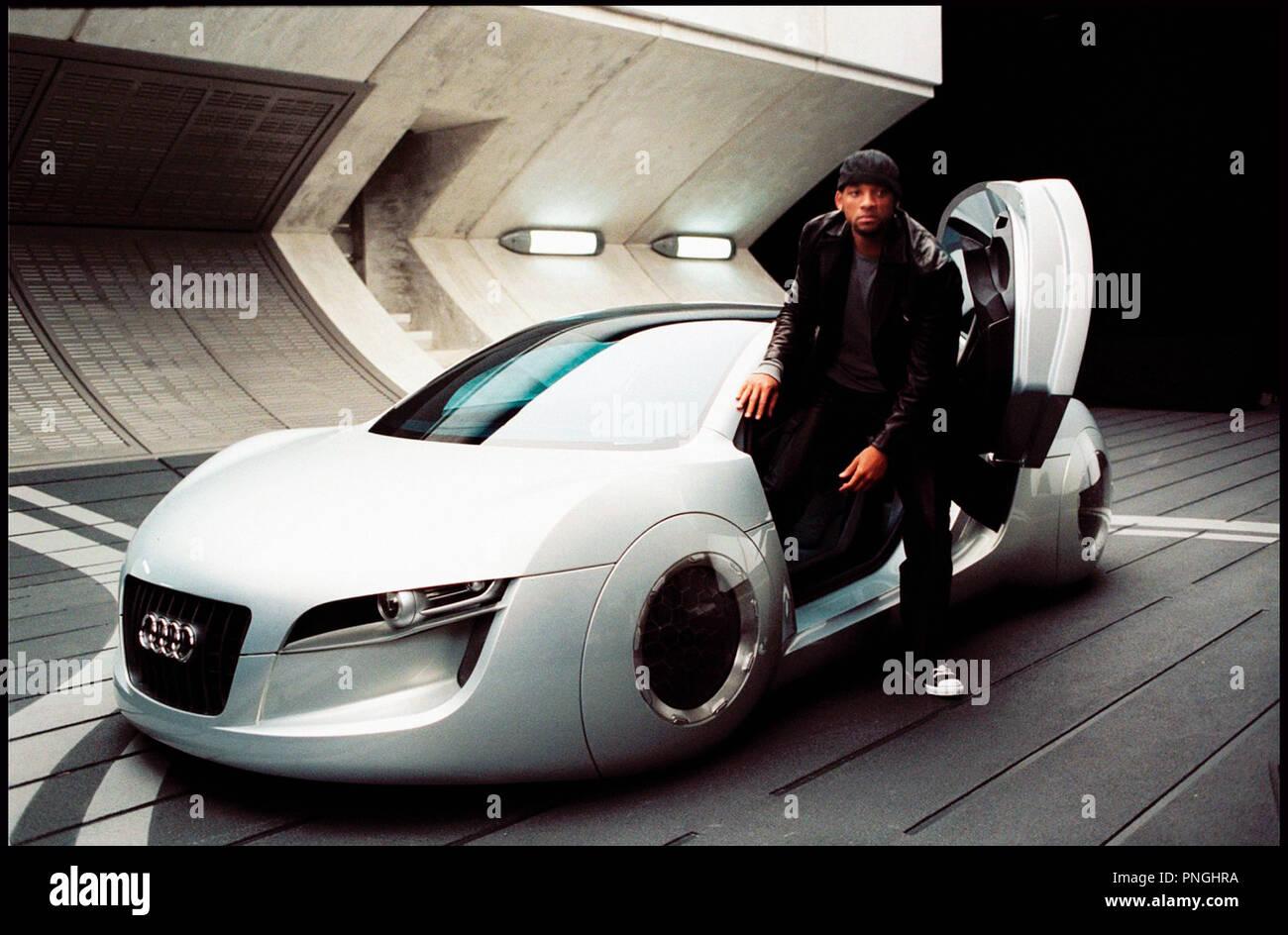 Prod DB © 20th Century Fox - Overbrook Entertainment / DR I, ROBOT (I ROBOT) de Alex Proyas 2004 USA avec Will Smith science fiction, anticipation, futuriste, voiture Audi RSQ, concept-car inspire du livre de Isaac Asimov - Stock Image