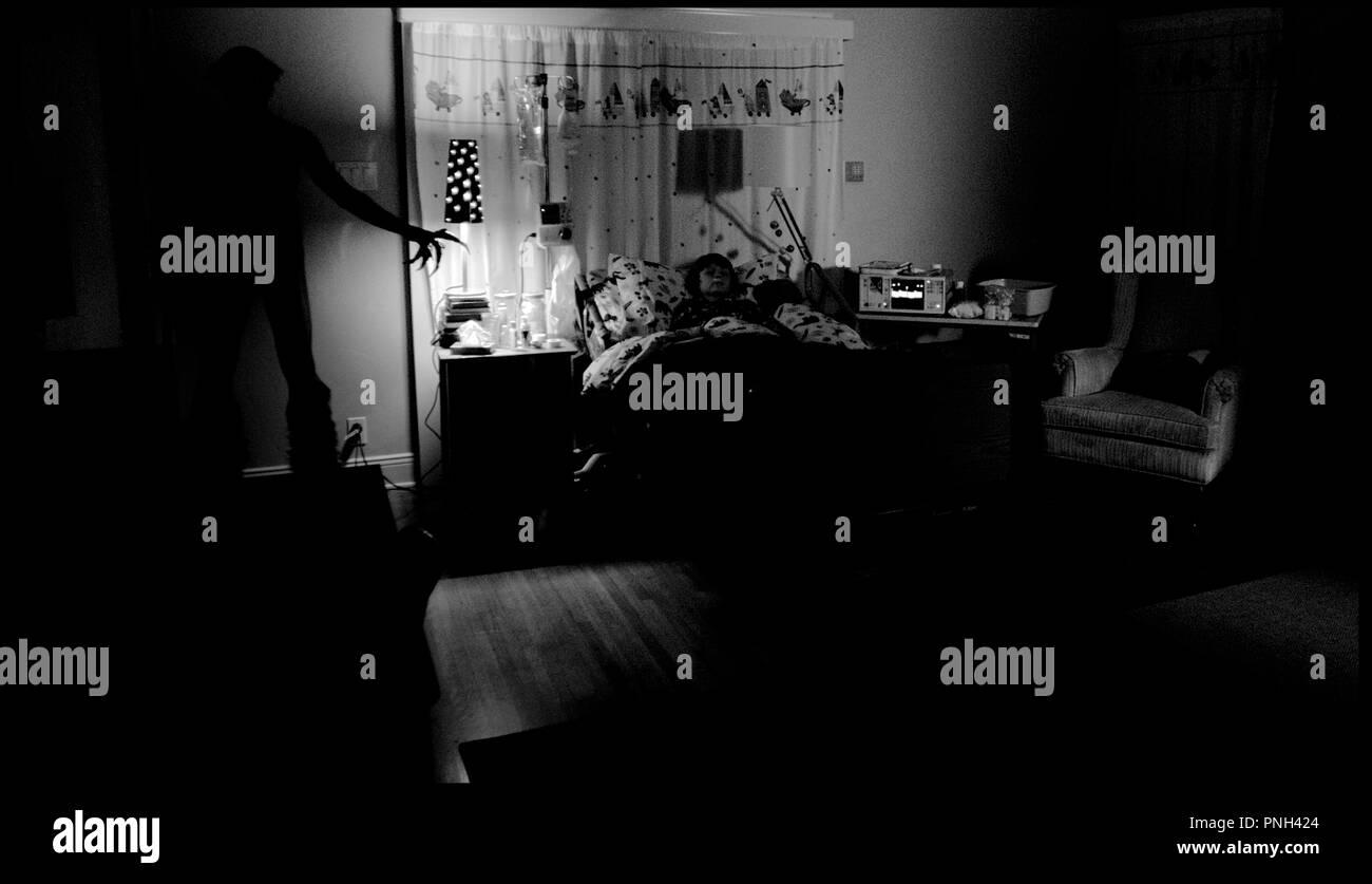 Prod DB © Alliance Films - Automatik Ent. - Blumhouse Prod./ DR INSIDIOUS de James Wan 2010 USA avec Joseph Bishara et Ty Simpkins fantastique, ambiance, démon, chambre d'hopital - Stock Image