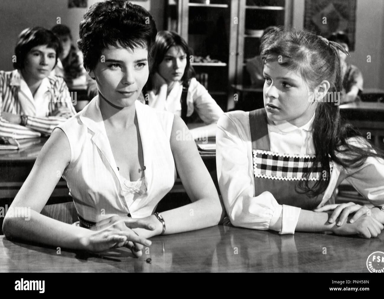 Original film title: SCHMUTZIGER ENGEL. English title: IMPERFECT ANGEL. Year: 1958. Director: ALFRED VOHRER. Stars: CORNY COLLINS. Credit: ULTRA FILM / Album - Stock Image