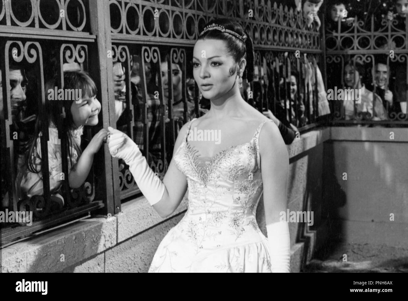 Lola Black and White Stock Photos & Images - Page 3 - Alamy