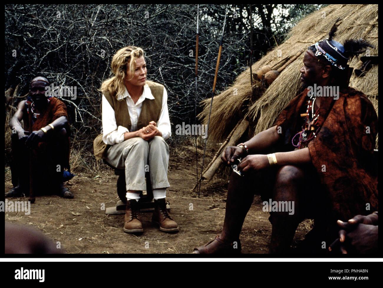 Prod DB © Columbia / DR JE RæVAIS DE L'AFRIQUE (I DREAMED OF AFRICA) de Hugh Hudson 2000 USA avec Kim Bassinger  chef traditionnel, palabre, touriste, otage d'aprs le roman de Kuli Gallmann - Stock Image
