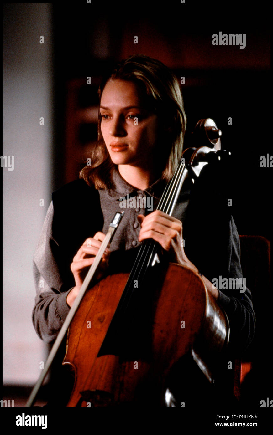 Prod DB © Paramount / DR JENNIFER 8 (JENNIFER EIGHT) de Bruce Robinson 1992 USA avec Uma Thurman instrument de musique, musicienne,  jouer, violoncelle - Stock Image