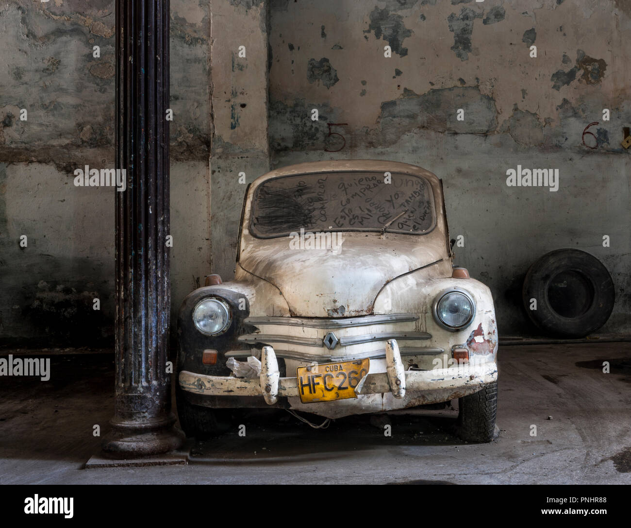 4 cv stock photos 4 cv stock images alamy for Garage renault evrecy 14
