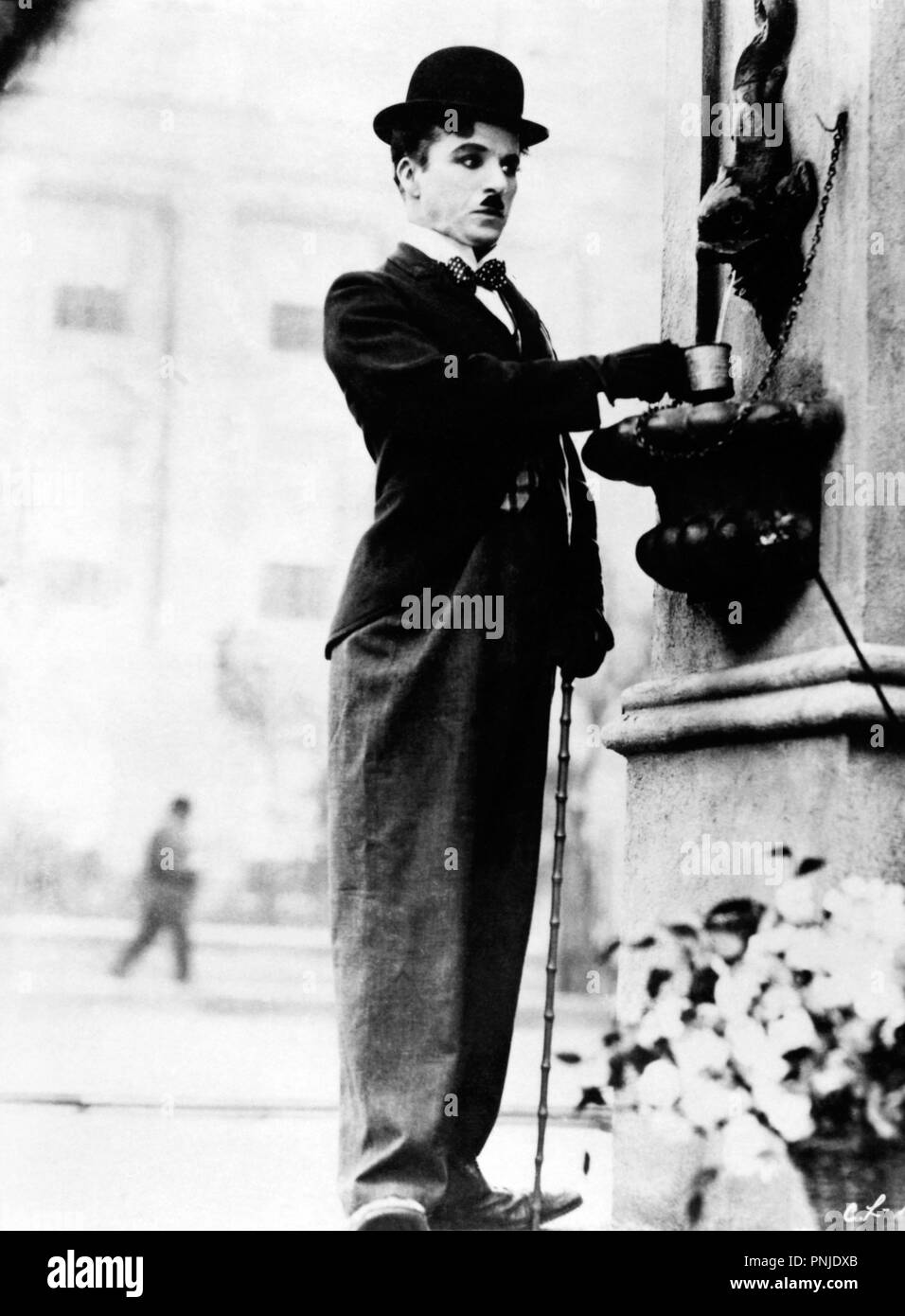 Original film title: CITY LIGHTS. English title: CITY LIGHTS. Year: 1931. Director: CHARLIE CHAPLIN. Stars: CHARLIE CHAPLIN. Credit: UNITED ARTISTS / Album - Stock Image