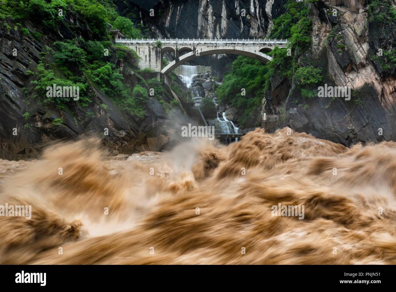Tiger Leaping Gorge is a scenic gorge on the Jinsha River, a primary tributary of the upper Yangtze River, near Lijiang,Yunnan,China. - Stock Image