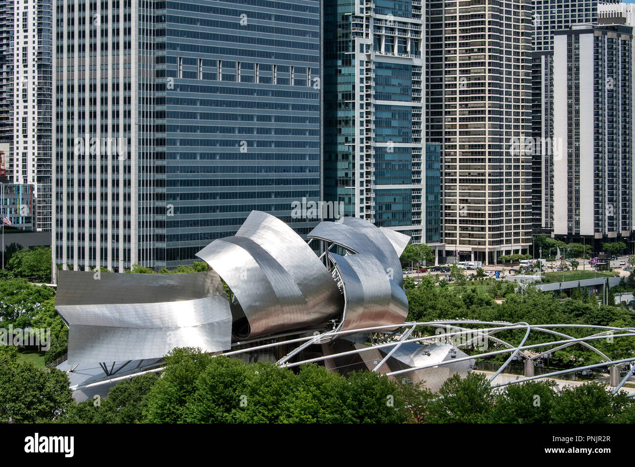 Jay Pritzker Pavilion by architect Frank O. Gehry im Millennium Park, Downtown Chicago, IL. - Stock Image