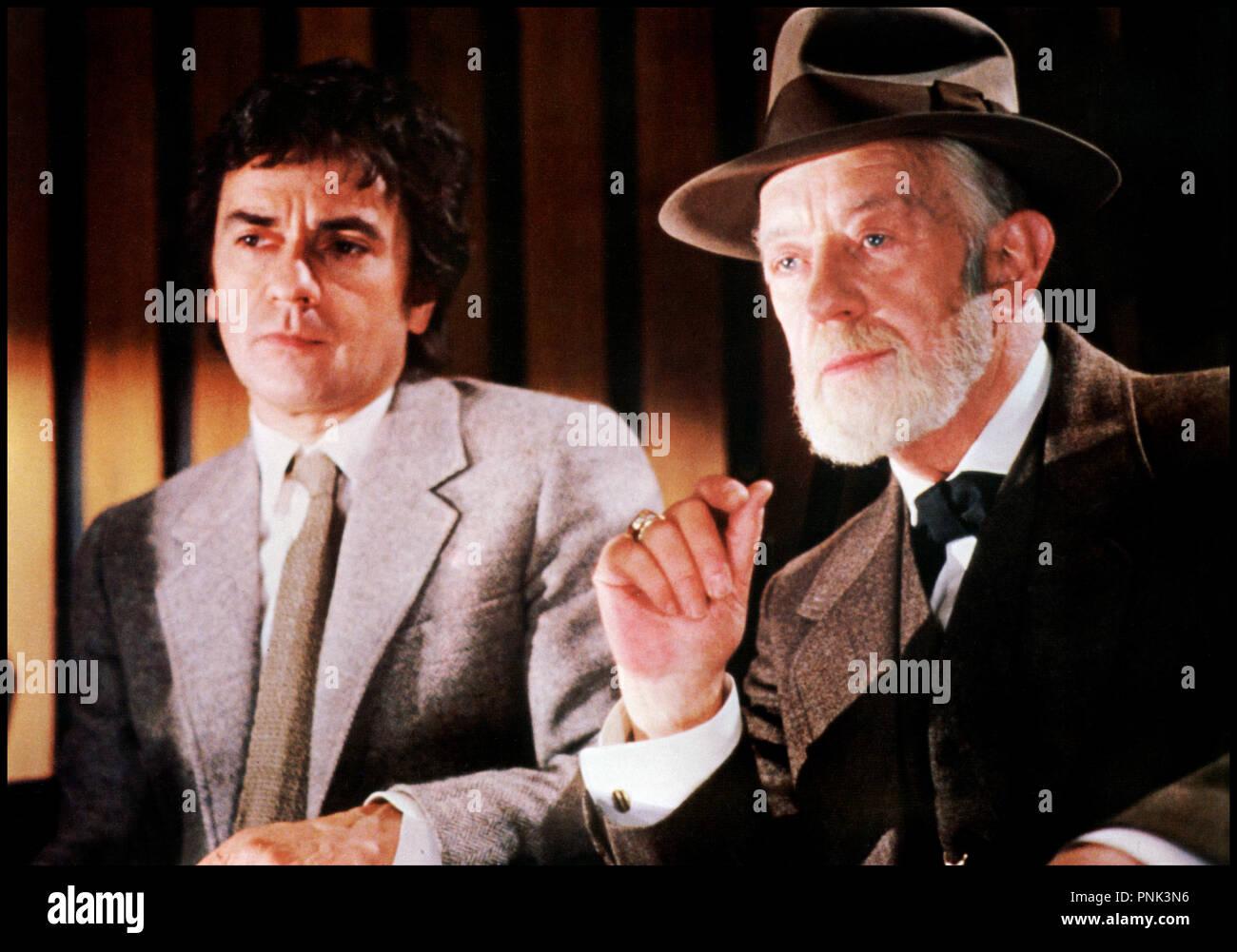 Prod DB © The Ladd Company / DR LOVESICK (LOVESICK) de Marshall Brickman 1983 USA avec Dudley Moore et Alec Guinness Sigmund Freud, grand pere, chapeau - Stock Image