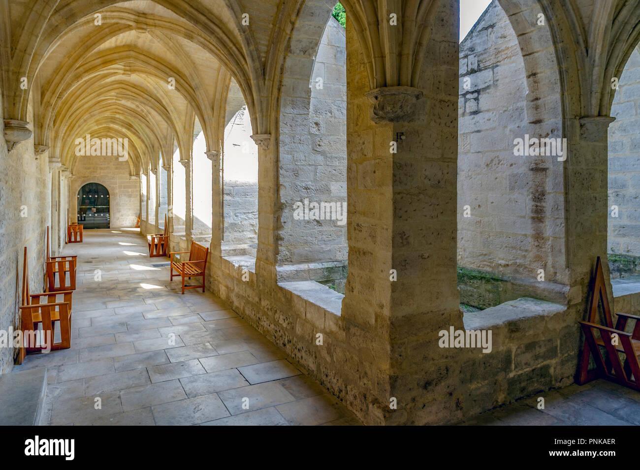France. Gard (30). Villeneuve-Les-Avignon. Chartreuse Notre-Dame-du-Val-de-Bénédiction. The small cloister - Stock Image