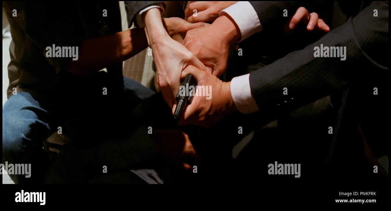 Prod DB © Milky Way Image Company / DR MAD DETECTIVE (SUN TAAM) de Johnny To et Wai Ka-Fai 2007 HK pistolet, mains, se battre, se disputer, braquer, viser autre titre: Godly Detective (Hong Kong: English title) (working title) Stock Photo