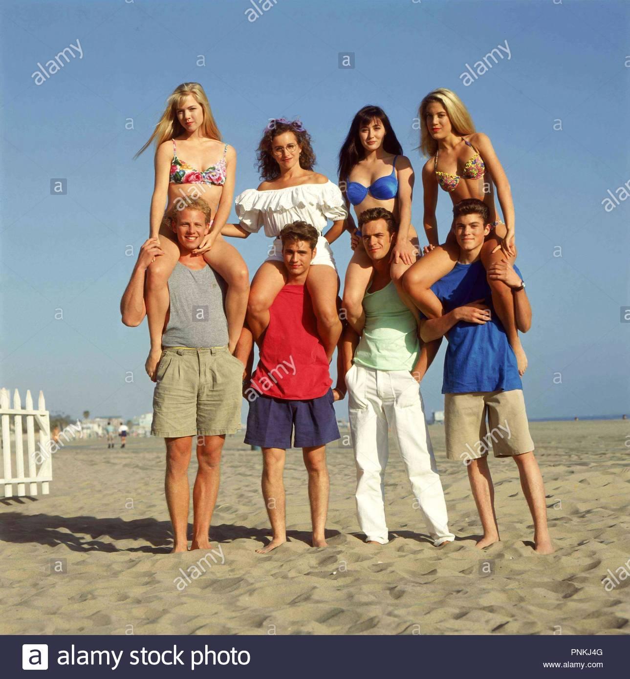 Original film title: BEVERLY HILLS, 90210. English title: BEVERLY HILLS, 90210. Year: 1990. Stars: LUKE PERRY; TORI SPELLING; JASON PRIESTLEY; IAN ZIERING; JENNIE GARTH; BRIAN AUSTIN GREEN. Credit: FOX/BROADCASTING CO. / Album - Stock Image