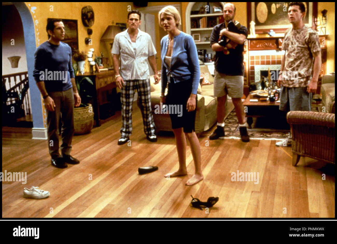 Prod DB © 20 th Century Fox /DR MARY A TOUT PRIX (THERE'S SOMETHING ABOUT MARY) de Bobby et Peter Farrelly 1998 USA avec Ben Stiller, Matt Dillon, Cameron Diaz, Chris Elliot et Lee Evans pieds nus, encercler, salon - Stock Image