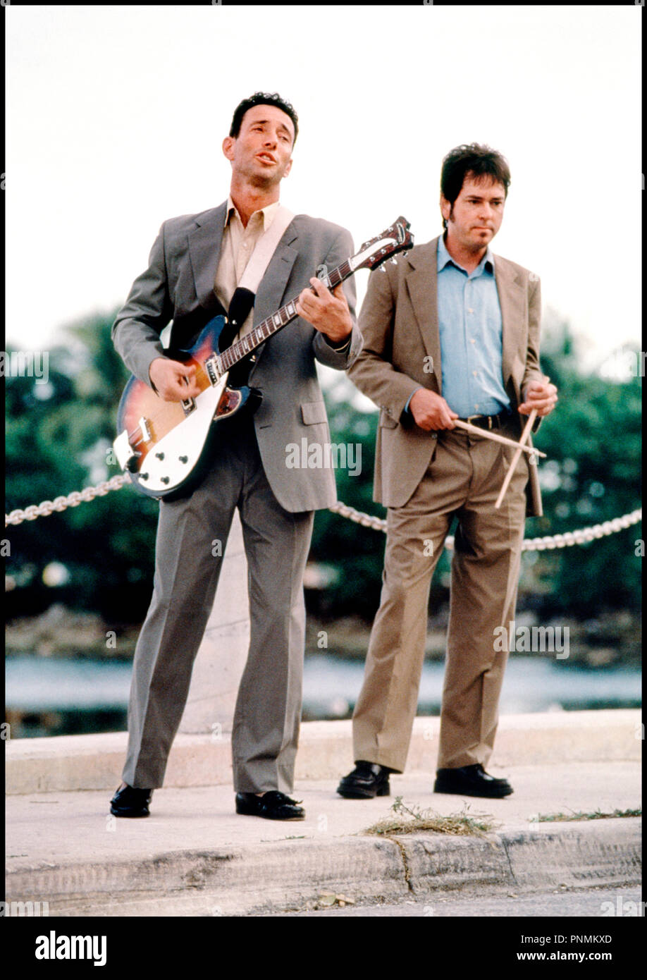 Prod DB © 20 th Century Fox /DR MARY A TOUT PRIX (THERE'S SOMETHING ABOUT MARY) de Bobby et Peter Farrelly 1998 USA avec Jonathan Richman et Tommy Larkins musicien, chanteur, guitare - Stock Image