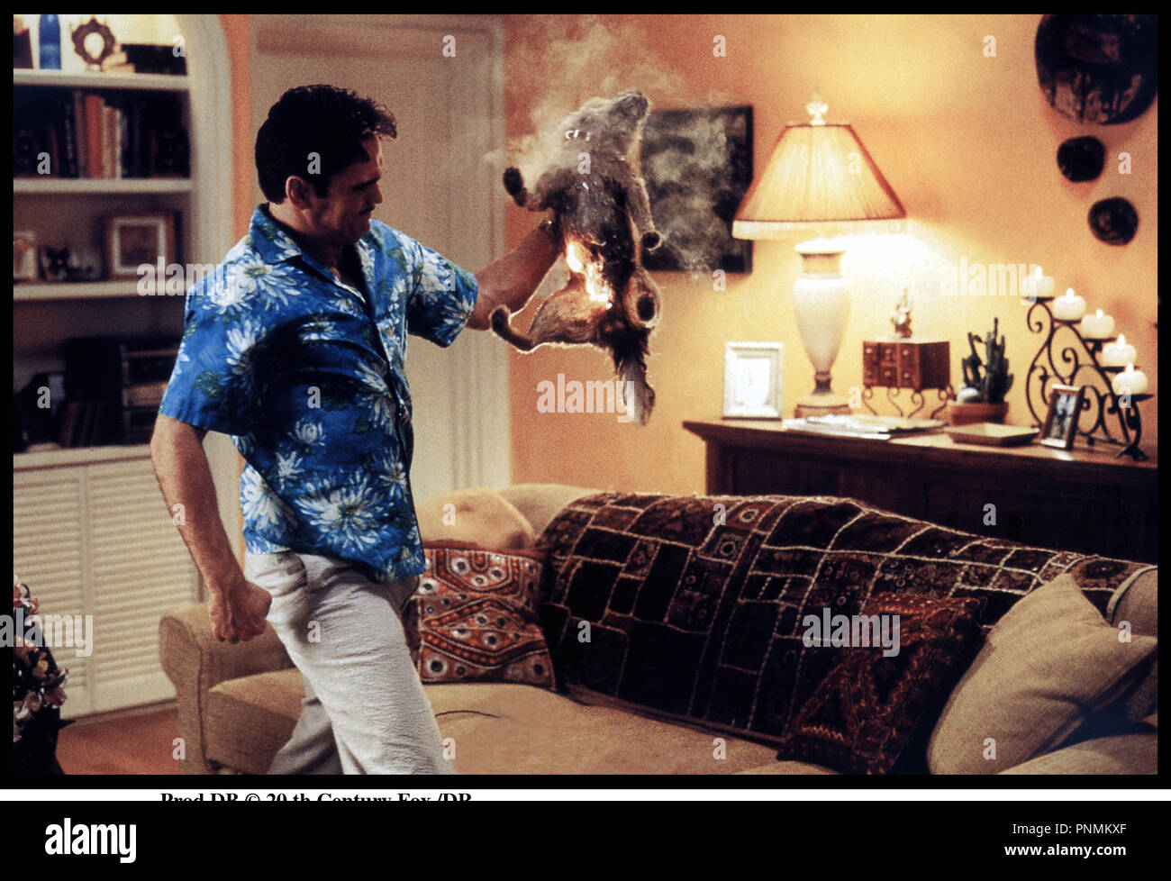 Prod DB © 20 th Century Fox /DR MARY A TOUT PRIX (THERE'S SOMETHING ABOUT MARY) de Bobby et Peter Farrelly 1998 USA avec Matt Dillon faire cuire un chien, faire du mal a un animal, cruel, barbare, chemise ˆ fleur - Stock Image