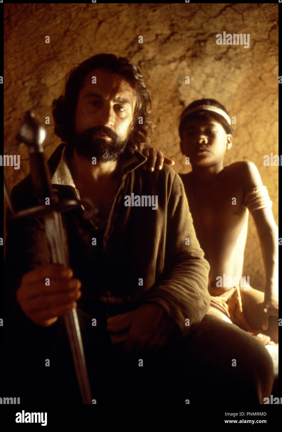 Prod DB © Goldcrest Films Ltd / Kingsmore Prod. Ltd / DR MISSION (THE MISSION) de Roland Joffe 1986 GB avec Robert De Niro Amerique du Sud, indiens, pelerinage, jesuite, epee - Stock Image