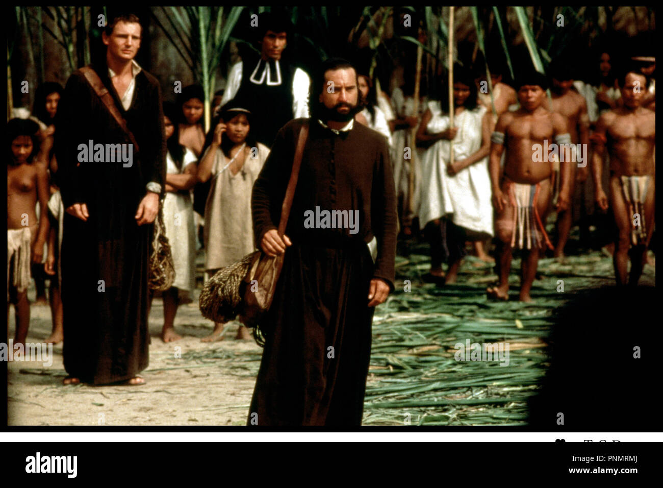 Prod DB © Goldcrest Films Ltd / Kingsmore Prod. Ltd / DR MISSION (THE MISSION) de Roland Joffe 1986 GB avec Liam Neeson et Robert De Niro Amerique du Sud, indiens, pelerinage, jesuite, - Stock Image