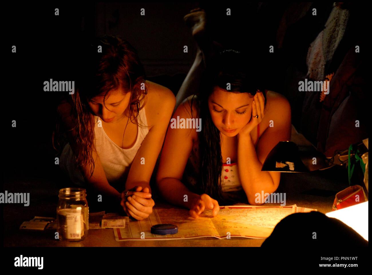 Prod DB © Historias Cinematograficas Cinemania - MK2 Productions - Wanda Visión S.A. / DR EL NINO PEZ de Lucía Puenzo 2009 ARG./FRA./ESP. avec Inés Efron et Mariela Vitale adolescente, lire, bougie, carte routiere Stock Photo
