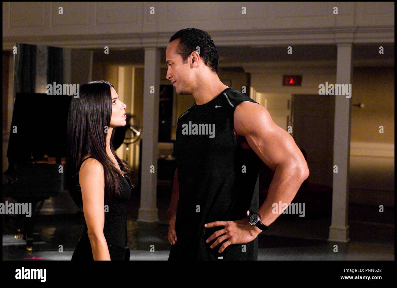 Pictures DR MAXI PAPA THE GAME PLAN De Andy Fickman 2007 USA Avec Roselyn Sanchez Et Dwayne The Rock Johnson Couple Mixte Maillot Nike
