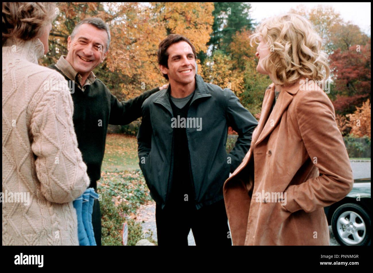 Prod DB © Universal / DR MON BEAU-PERE ET MOI (MEET THE PARENTS) de Jay Roach 2000 USA avec Blythe Danner, Robert De Niro, Ben Stiller et Teri Polo accueil, rire - Stock Image