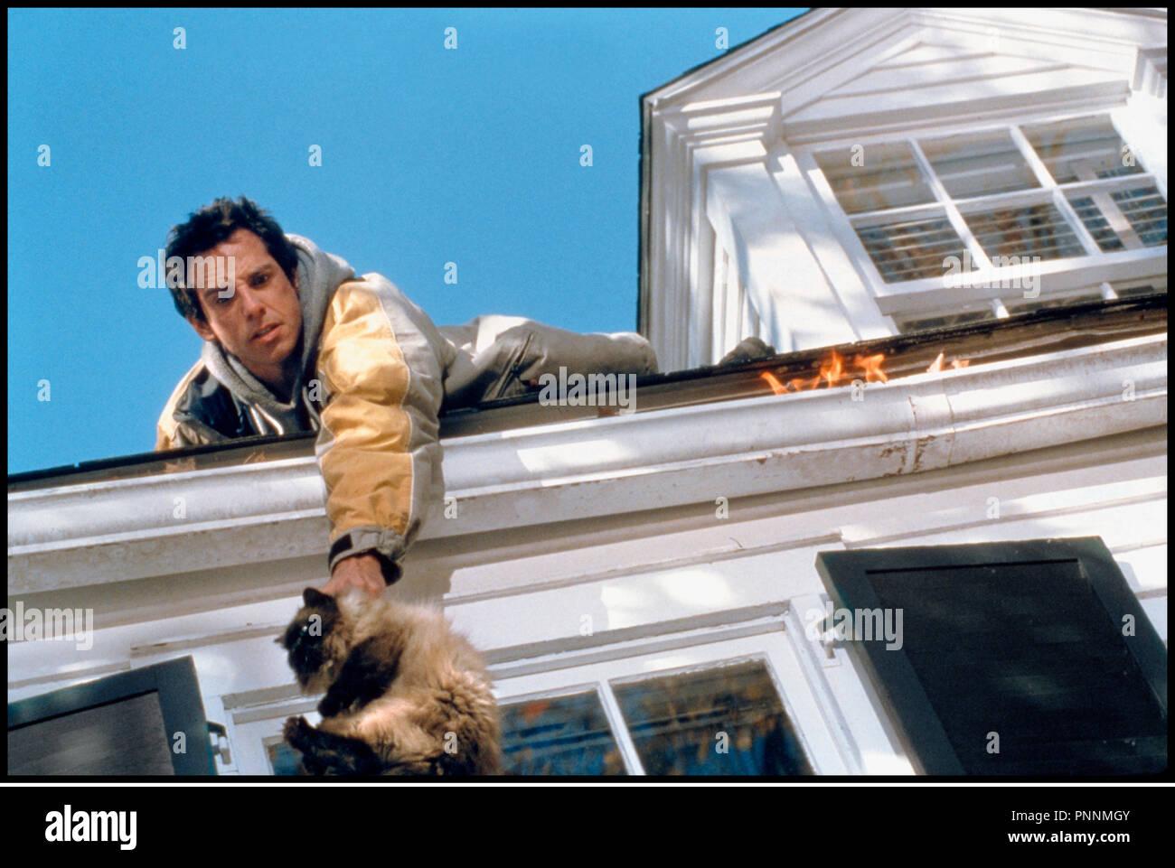 Prod DB © Universal / DR MON BEAU-PERE ET MOI (MEET THE PARENTS) de Jay Roach 2000 USA avec Ben Stiller sauver, chat, equilibre, cascade, incendie, - Stock Image