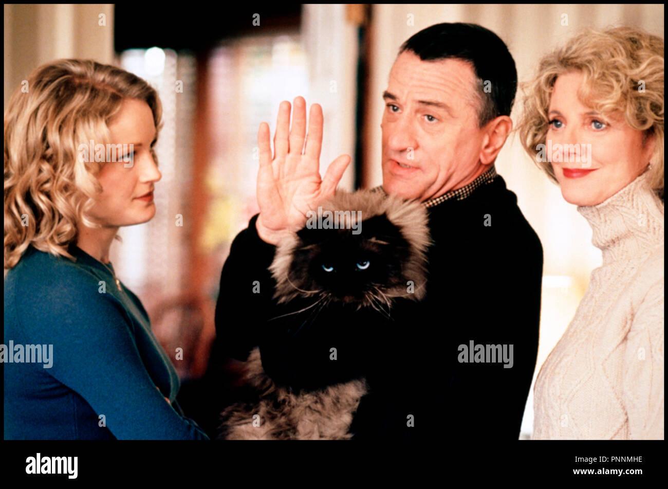 Prod DB © Universal / DR MON BEAU-PERE ET MOI (MEET THE PARENTS) de Jay Roach 2000 USA avec Teri Polo, Robert De Niro et Blythe Danner chat, famille, saluer de la main, au revoir - Stock Image