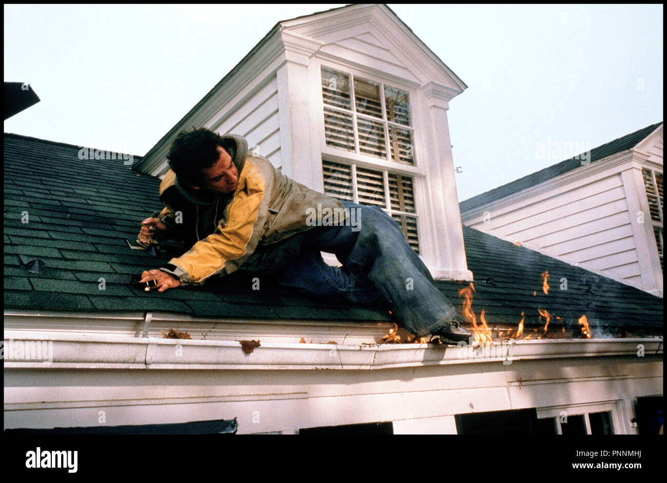 Prod DB © Universal / DR MON BEAU-PERE ET MOI (MEET THE PARENTS) de Jay Roach 2000 USA avec Ben Stiller toit, incendie, feu, gaffe - Stock Image