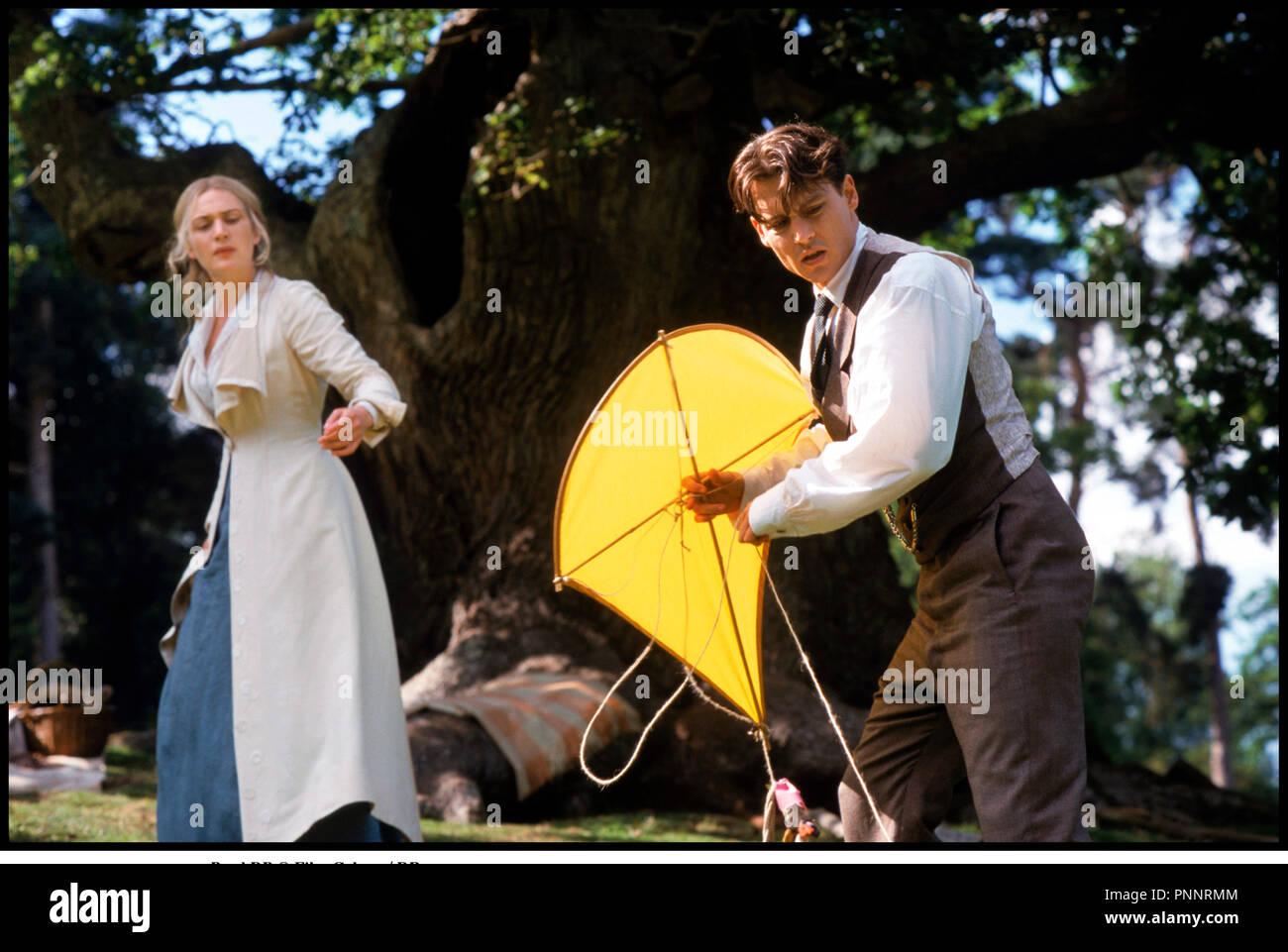Prod DB © Film Colony / DR NEVERLAND (FINDING NEVERLAND) de Marc Forster 2003 USA / GB avec Kate Winslet et Johnny Depp couple, cerf-volant d'apres la piece de Allan Knee Stock Photo