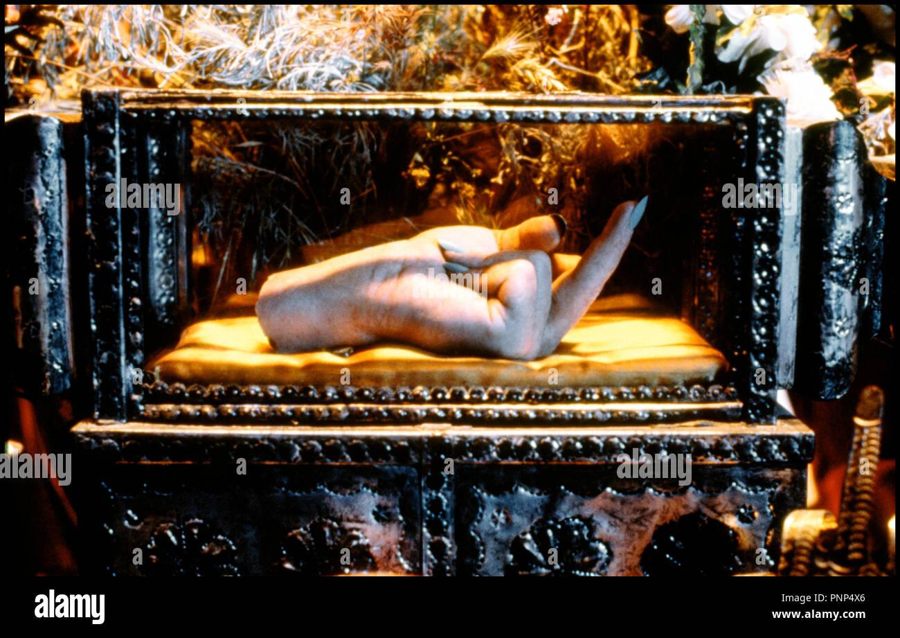 Prod DB © Kushner-Locke Productions / DR MORCEAUX CHOISIS (PICKING UP THE PIECES) de Alfonso Arau 2000 USA relique, doigt d'honneur - Stock Image