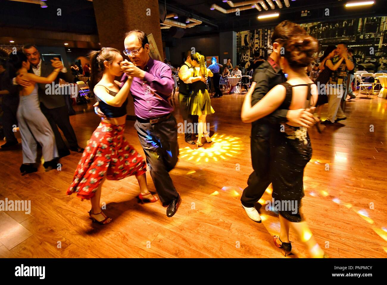 Marathon Dance Stock Photos Images Alamy Argentine Tango Steps Diagram Figures People At The Third