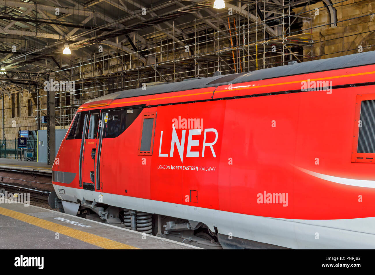 EDINBURGH SCOTLAND WAVERLEY STATION RED AND WHITE LNER TRAIN - Stock Image