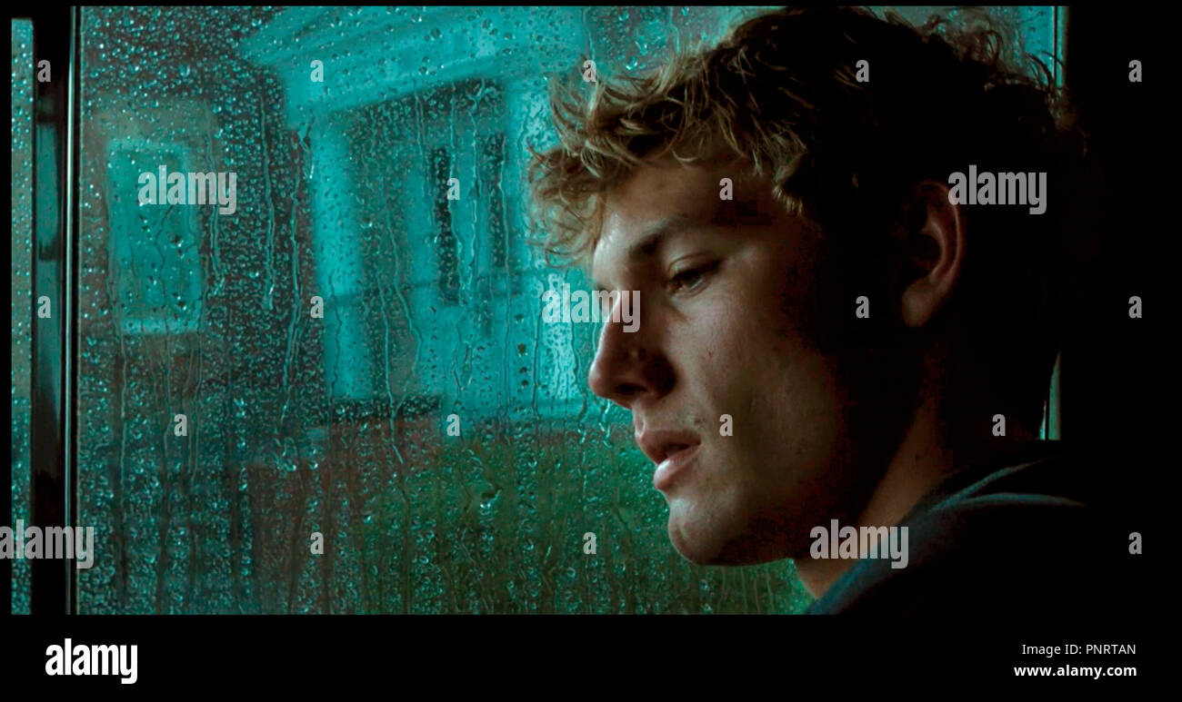 Prod DB © DreamWorks SKG - Bay Films - Road Rebel / DR NUMERO QUATRE (I AM NUMBER FOUR) de D.J. Caruso 2011 USA avec Alex Pettyfer fantastique, adolescent,  d'apres le roman de Jobie Hughes et James Frey (as Pittacus Lore) Stock Photo