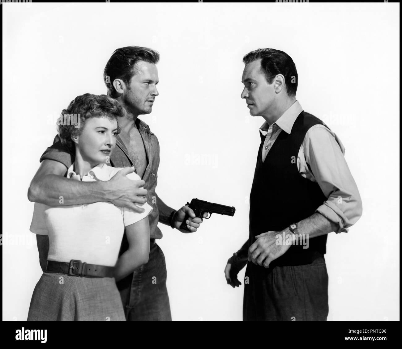 Prod DB © Loew's Inc. - Metro-Goldwyn-Mayer / DR LA PLAGE DESERTE (JEOPARDY) de John Sturges 1953 USA avec Barbara Stanwyck, Ralph Meeker et Barry Sullivan enlevement, kidnapping, menacer, pistolet automatique, film noir code MGM: 1594 - Stock Image