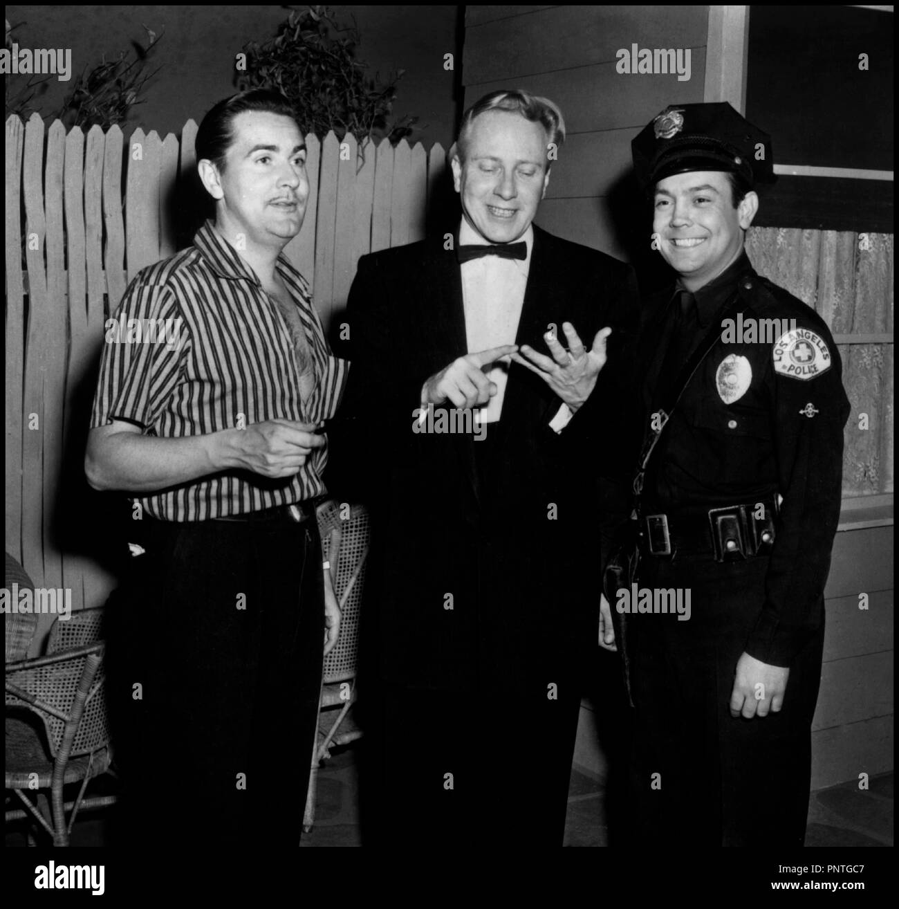 Prod DB © Reynolds Pictures / DR PLAN 9 FROM OUTER SPACE (PLAN 9 FROM OUTER SPACE) de Ed Wood 1958 USA avec Ed Wood, Jeron King Criswell et Paul Marco sur le tournage science-fiction, serie B,  ralisateur: Edward D. Wood Jr - Stock Image