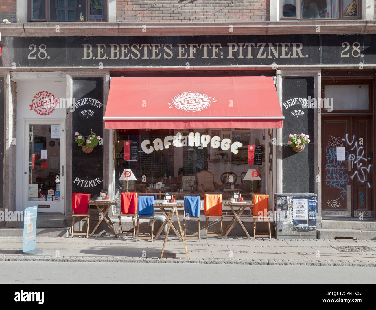 Café Hygge on a sunny and colourful Nørrebrogade, in Copenhagen - Stock Image