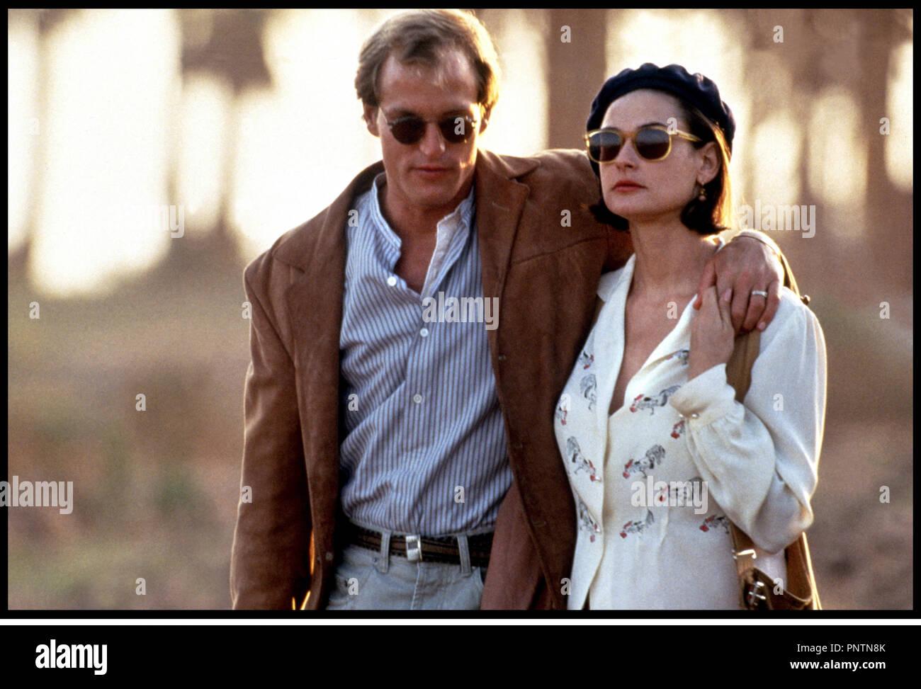 Prod DB ©ÊParamount / DR PROPOSITION INDECENTE (INDECENT PROPOSAL) de Adrian Lyne 1993 USA avec Woody Harrelson et Demi Moore couple, promenade - Stock Image